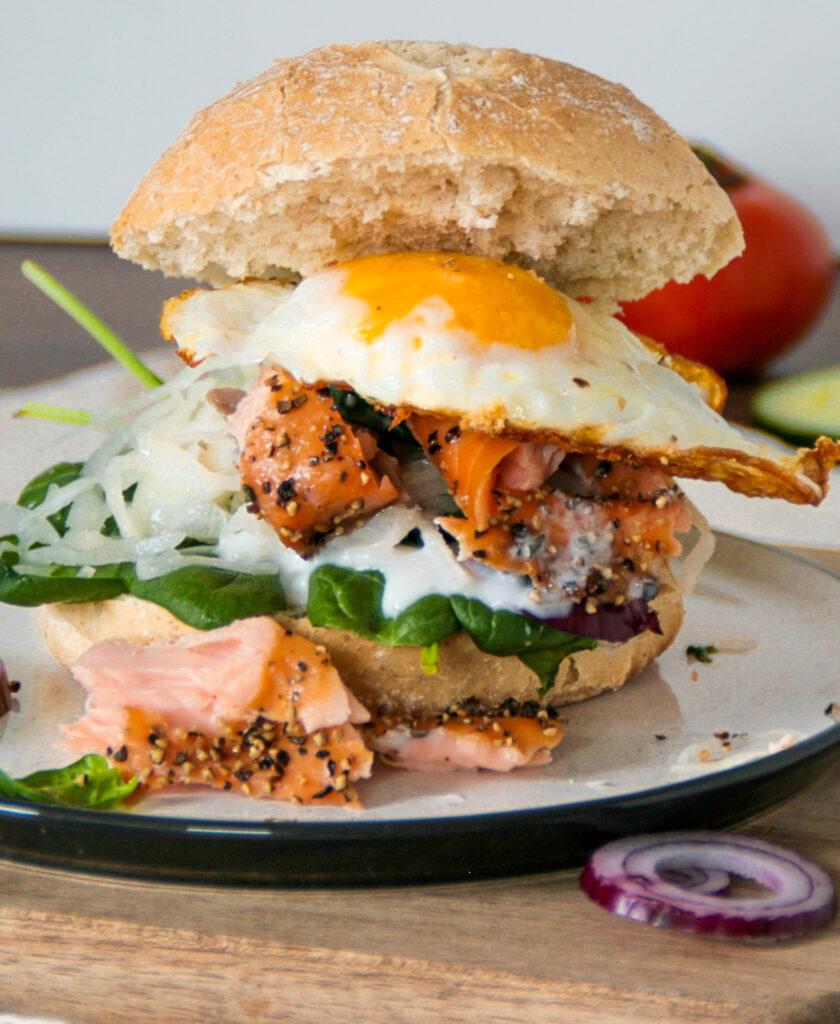 Saftiger Pulled Lachs Burger