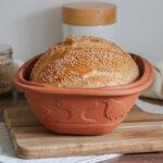 großes Brot im Römertopf