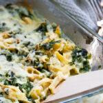 Deftiger Nudelauflauf mit Spinat und viel Käse