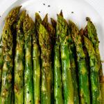 Grüner Spargel aus dem Ofen