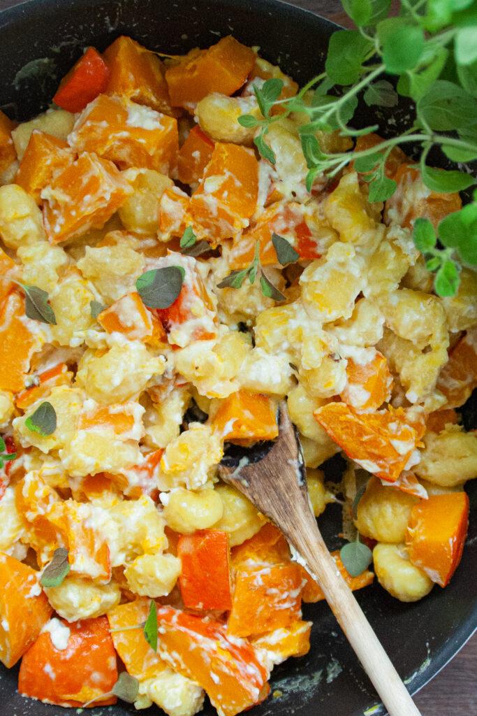 Gnocchipfanne mit Kürbis und Feta - vegetarisch lecker